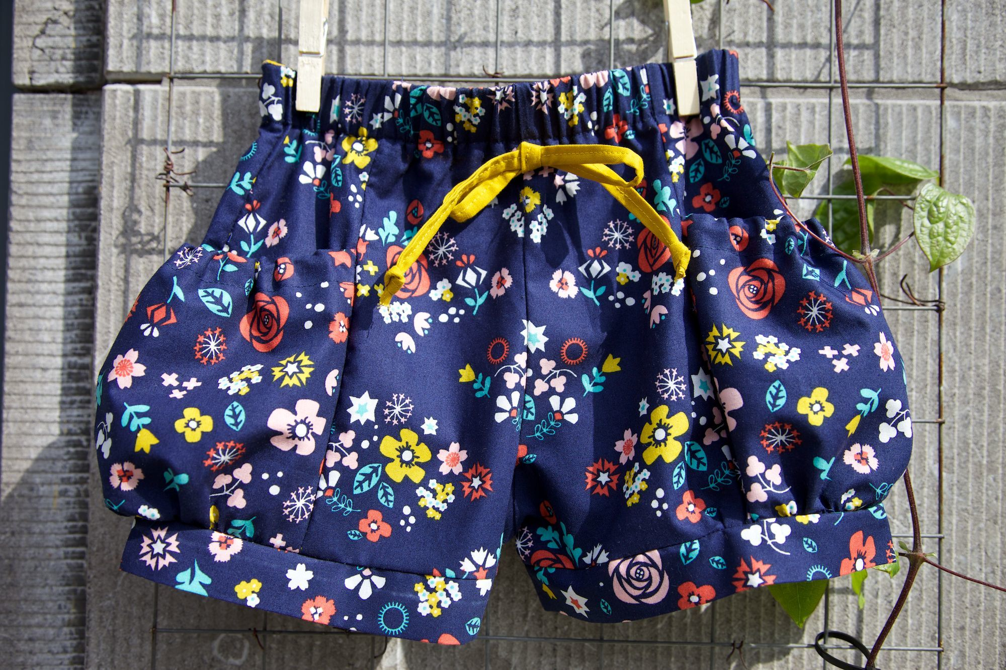 Compagnie-M_bubble_pocket_shorts_elegance_elephants_cloud9_fabric_3