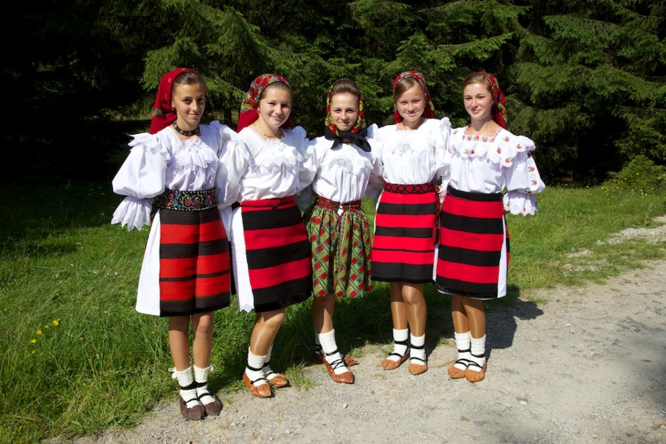 Compagnie-M_Maramures_traditional_clothing_1