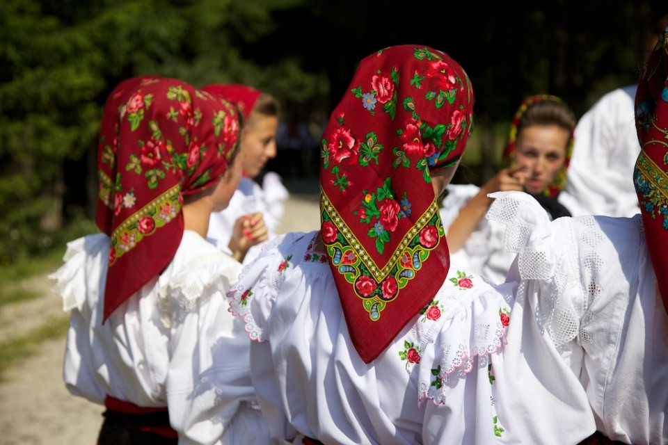 Compagnie-M_Maramures_traditional_clothing_3