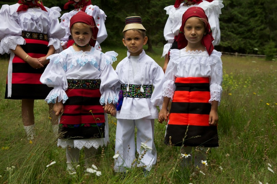 Compagnie-M_Maramures_traditional_clothing_8