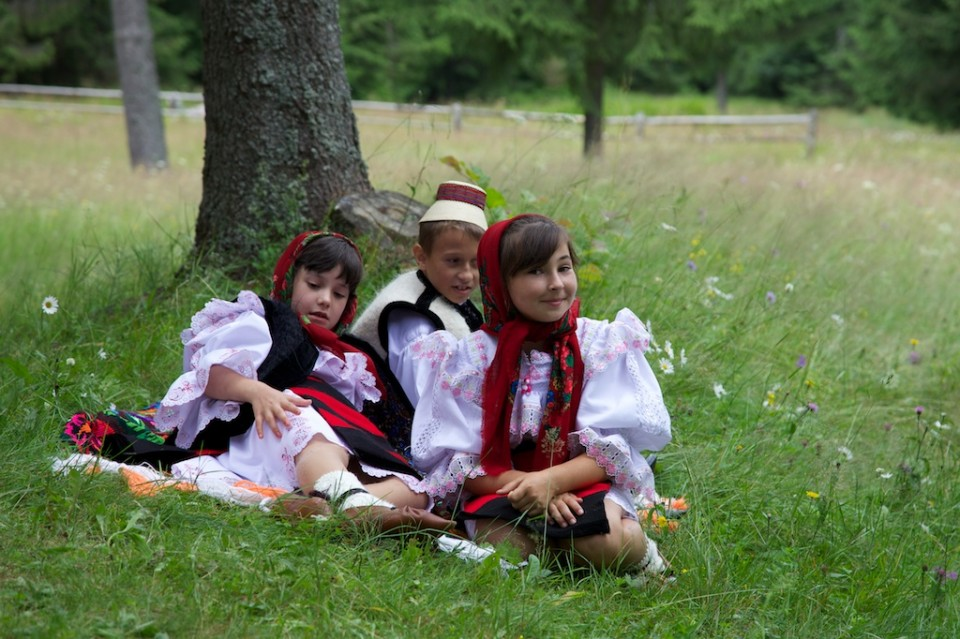 Compagnie-M_Maramures_traditional_clothing_9