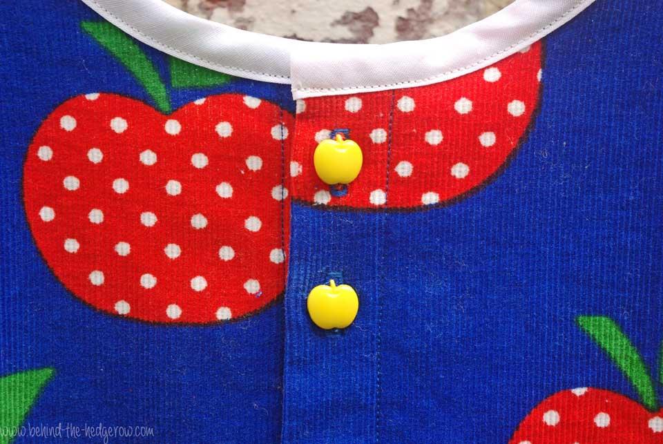 gardening-apron-button-details