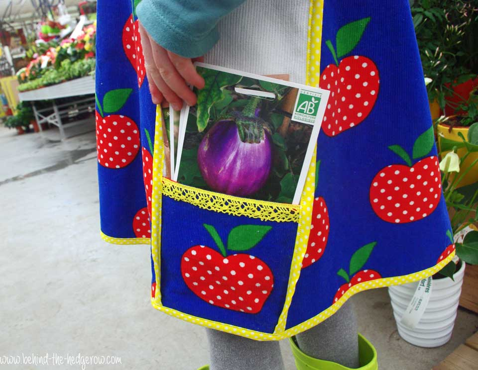 gardening-apron-side-view-with-seeds