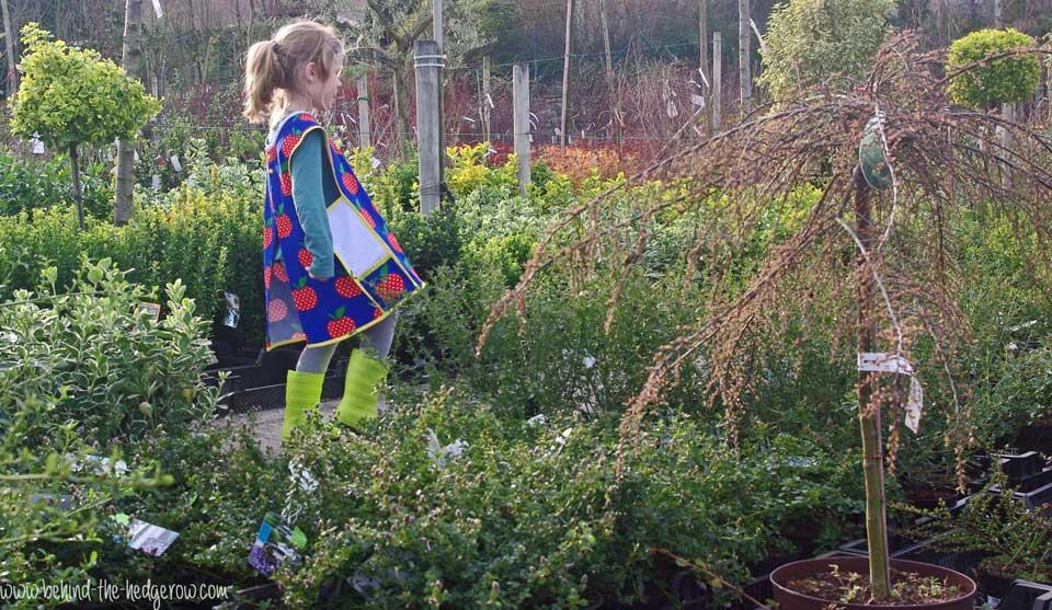 gardening-apron-walking