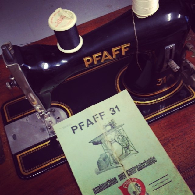 I bought an old Pfaff today! Such a treasure thrifted